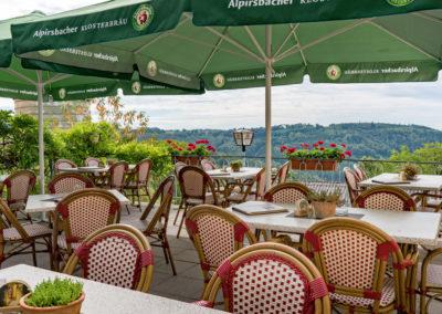 Terrasse_mit_Blick_Gasthof-Siller_Ansicht-a